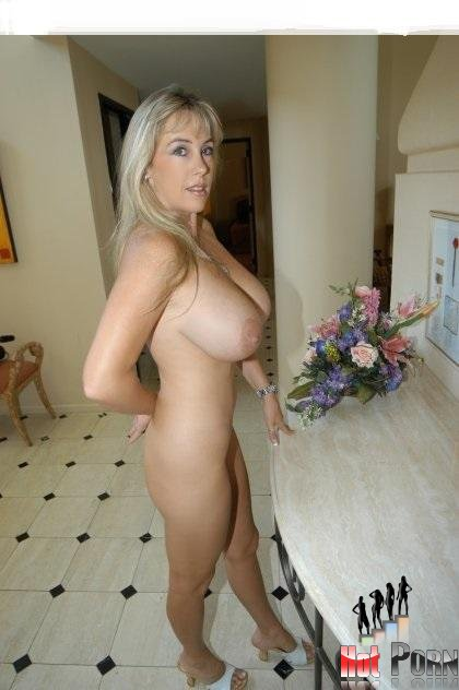 Henery recommends Fat wife gives handjob