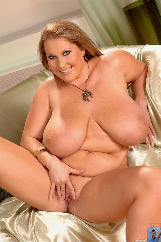 laura orsolya nude2