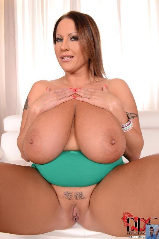 laura orsolya nude5