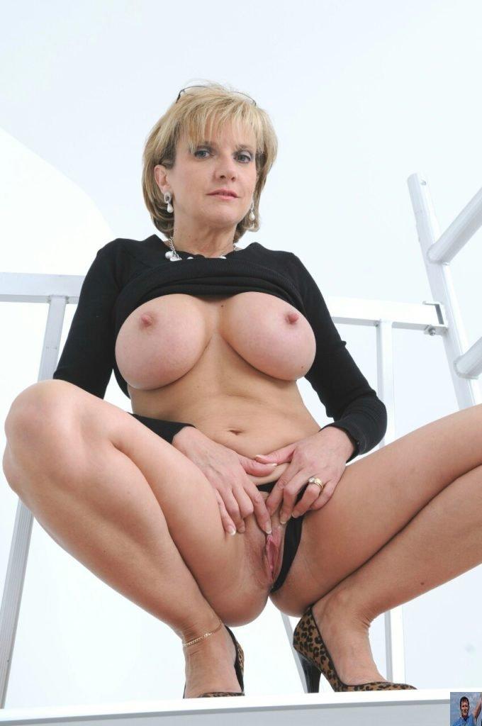 Classic Mature - Lady Sonia nude